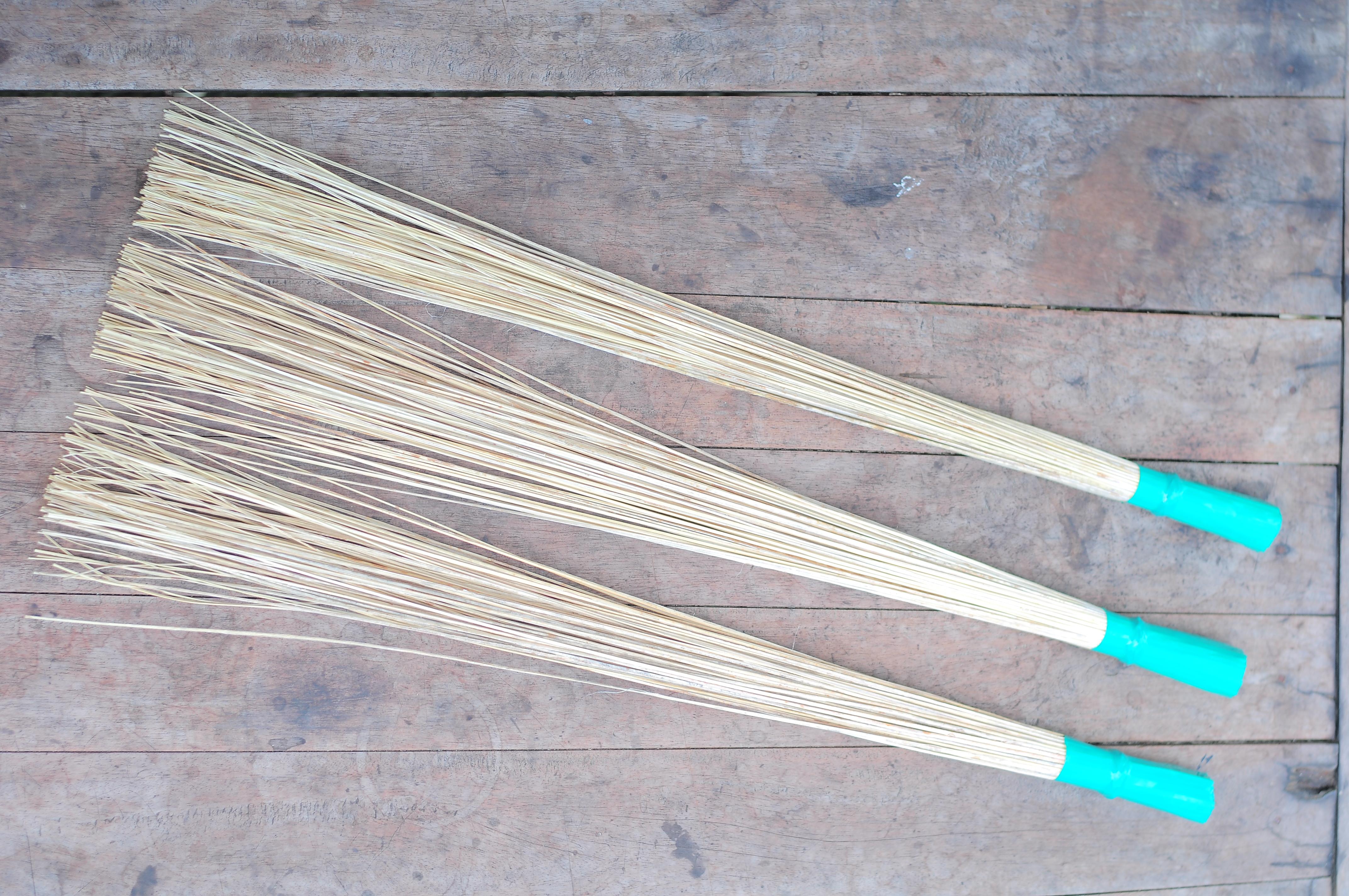 harga sapu lidi gagang,jual sapu lidi gagang,sapu lidi kasur,www.pusathandicrft.com,+6285726293745